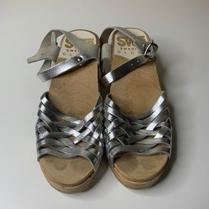 SVEN Swedish Clogs Silver Strappy Heeled Clog 42